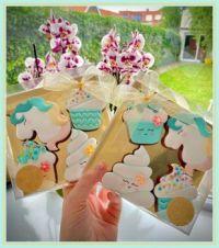 Zelfgemaakte koekjes van dochter Jona. Homemade cookies from daughter Jona.