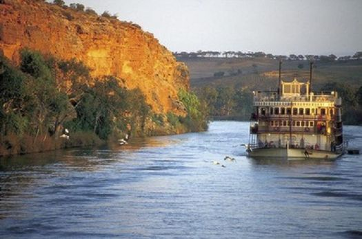 Theme-Australia:Paddle Steamer on the Murray River