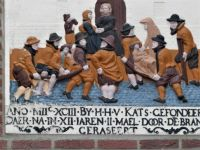 Tile on Sint Catharine Gashuis in Brielle (former old hospital), telling: