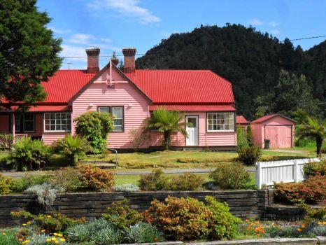 A Tassie pink house