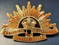 AUSTRALIAN-ANZAC-WW1-&-WW2-RISING-SUN-GOLDEN-UNIFORM-HAT-OR-CAP-BADGE-MEDAL