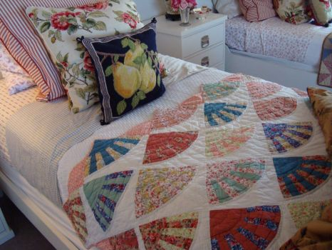 Bed with Fan Quilt