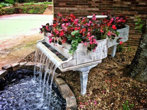creative garden feature
