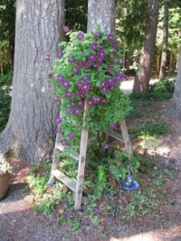 stepladder-flower-tower