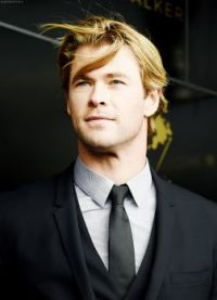 Chris Hemsworth structured and free