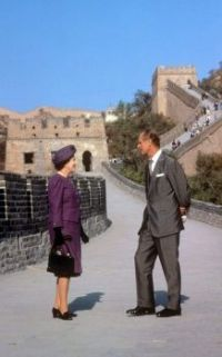 Queen Elizabeth II and the Duke of Edinburgh on the Great Wall of China