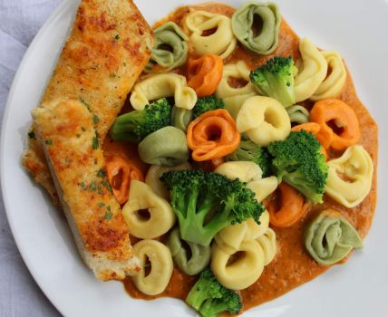 Cheese Tortellini With Tomato Basil Sauce Cream Sauce + Cheesy Garlic Bread