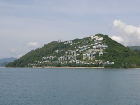 This is Ko Samui, The Nature on this Island is total taken over by greedy developers