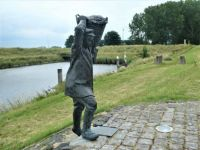 Statue 'The fisherman' in the small village Havenhoofd