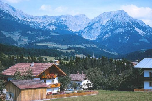 Theme, mountains & valleys: Austria