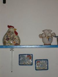 Chicken on shelf