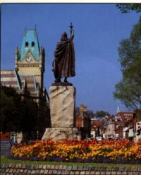 KingAlfredStatue&Guildhall