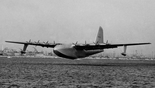 Hughes Spruce Goose in  flight
