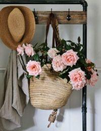 Raffia bag with flower