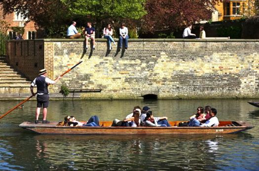 CAMBRIDGE - PUNTING ON THE CAM