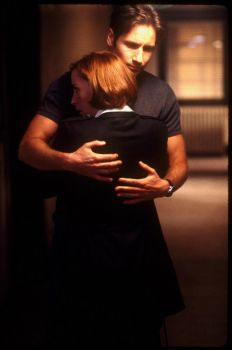 Mulder and Scully hugs!