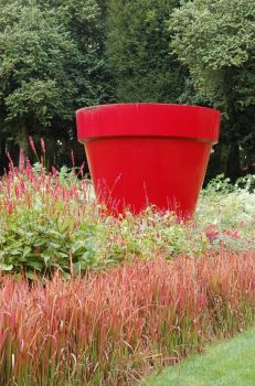 One big red pot!