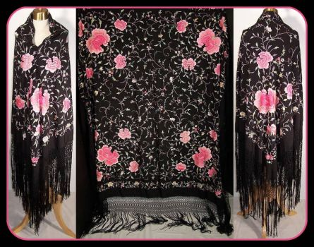 Pinknblack from the Past - a Piano Shawl