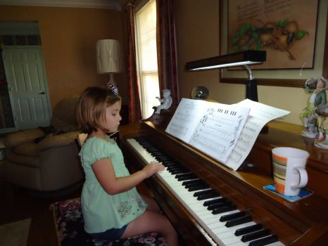 5  yr old Chelsey taking piano