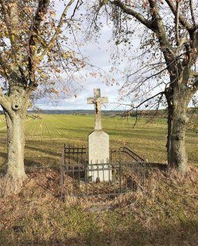 Kříž v polích