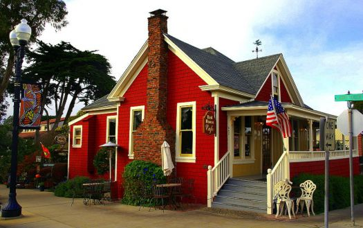 Sweet cottage in Pacific Grove, CA, by Miwok. (flickr)