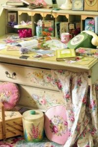 A Girly Desk