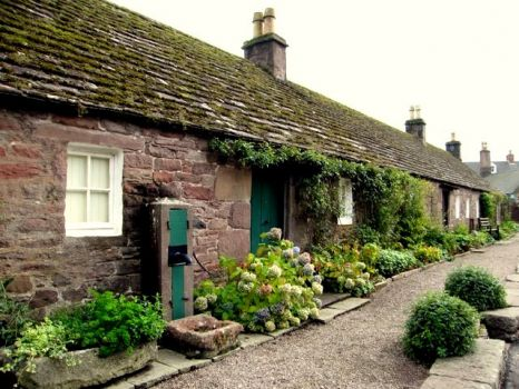 Old cottages, Glamis Village, Scotland.  Photo by Martyn Gorman