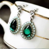 vintage inspired emerald green teardrop earrings