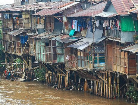 slums by the Ciliwung River