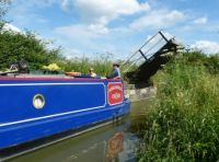 Serie: Narrow boats on a canal...... 14, passing a small bridge