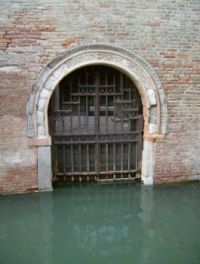 Water gate -  Venice,Italy 308 by JoeDuck /Flickr