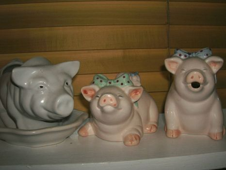 Three happy pigs