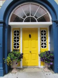 Clonakilty-Ireland-beautiful-yellow-door