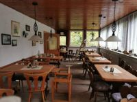 das verlassene Hotel im Wald - der Speisesaal