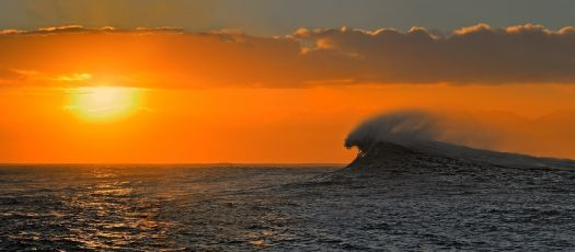 Dancing wave post by PanoramaWorld