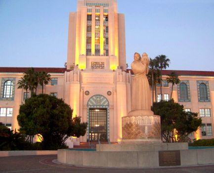 San Diego Downtown - County Administration Building & Statue