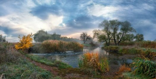 Autumn morning at the river