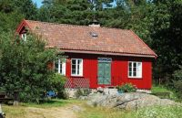 Red cottage in Norway, photo by Vidar Andersen (pic cropped)