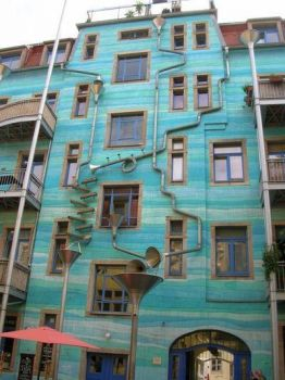 Funnel Wall in Neustadt plays music when it rains!