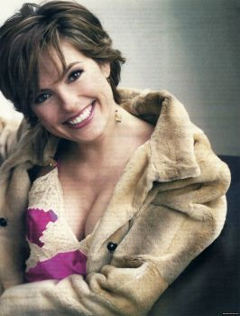 Mariska Hargitay in a 2004 photoshoot