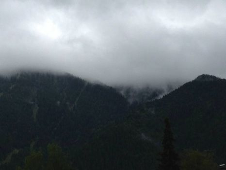 A cloudy day in the mountains