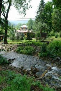 Chatová osada Godula u říčky Ráztoka
