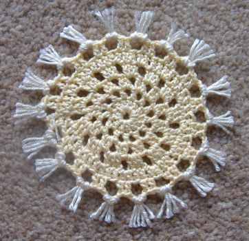 1/12 Scale Crocheted Fringed Rug/Mat - Cream & Ivory