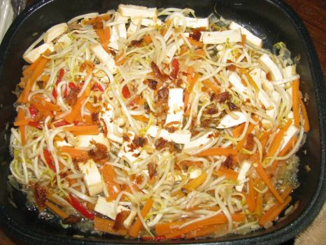 Stir-fried bean sprouts with carrots, chilli, beancurd & salted fish