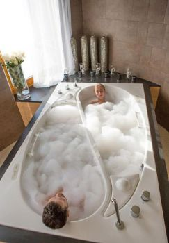 Best bathtub for two