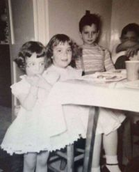 MYSTERY RECORDING ARTIST (LITTLE GIRL ON THE RIGHT