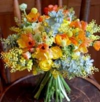 Wedding Bouquet : yellow tones and a touch of blue
