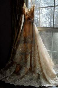 WEDDING THEMES:  vintage wedding gown