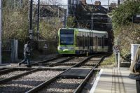 london 22-02-2014 croydon tramlink 2546 leaving mitcham 02