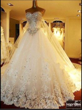 What a, beautiful wedding dress!!!!!